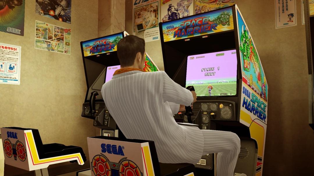 """Shenmue et Yakuza proposent au joueur de jouer aux jeux d'Arcade de SEGA, ou comment constater la mort du modèle Arcade, réduit au """"Mini-jeu dans le jeu"""""""
