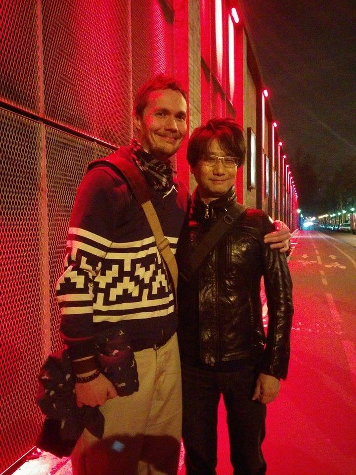 Christophe aux côtés du sosie de Jean-Vincent Placé : Hideo Kojima