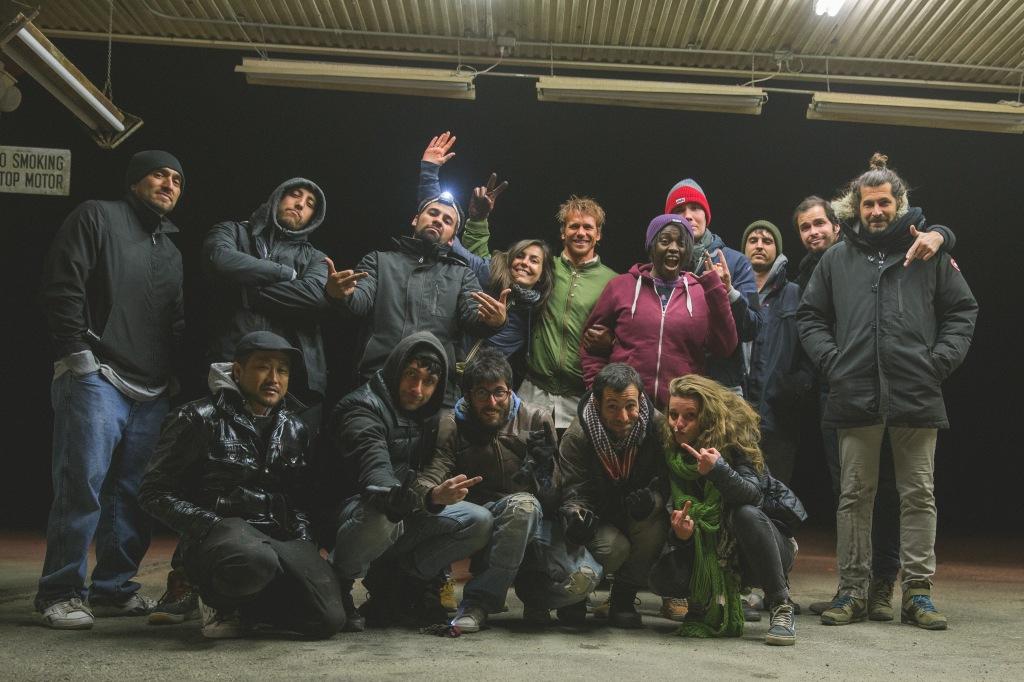 L'équipe de tournage au complet qui ont dû loger dans un motel rempli de crackheads... stylé!
